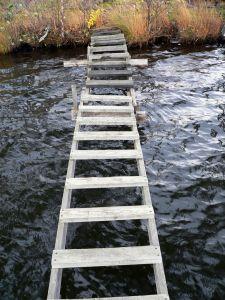 como este puente son las palabras, debiles,... ayudan pero no son importantes